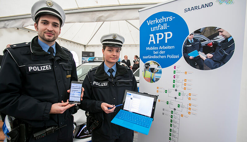 Pilot project for mobile policing in Saarland with Hybrid Forms